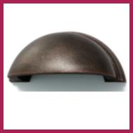 Möbelgriffe – Nahaufnahe dunkelbrauner Muschelgriff