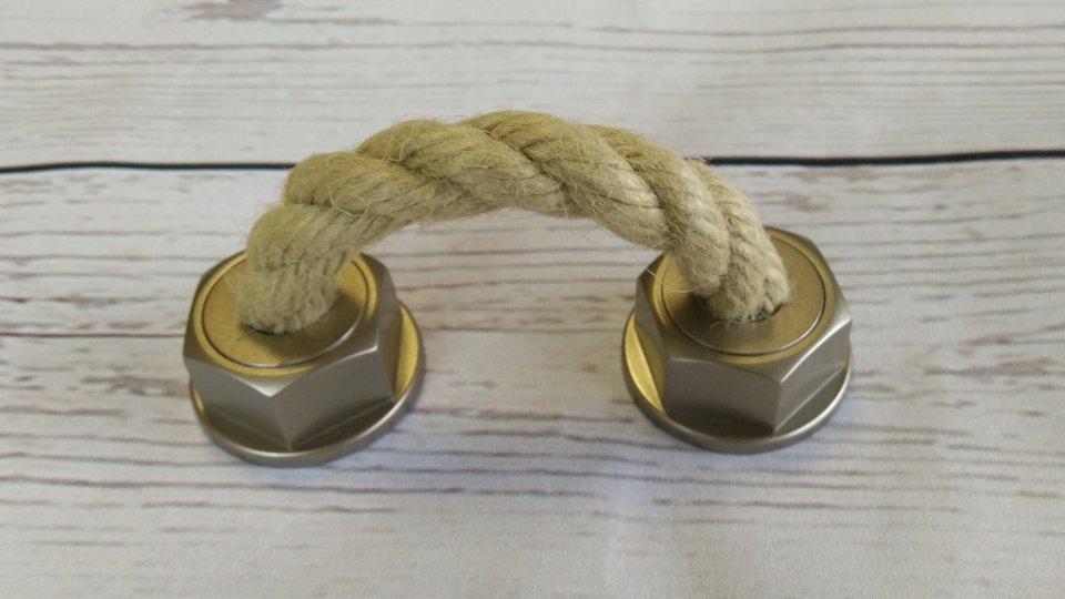 Möbelgriff Rope, Landhaus,  Vintage,  Seil Kunststoff metallisiert - warmgrau, Schnur - beige | 0101x50x37 LA:64