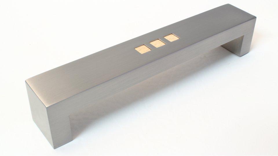Möbelgriff Sinzheim, Modern Druckguss - Kunststoff vernickelt feingeschliffen bedruckt holz | 0172x32x30 LA:160