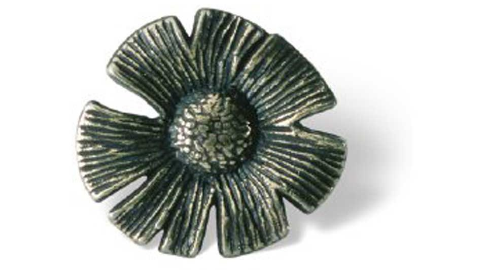 Möbelknopf Biberach, Pflanze,  Blume,  Blatt,  Design Druckguss altmessingfarbig brüniert getrommelt | 0032x20x30